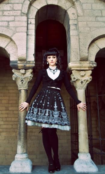 Il faut cependant se rappeler qu\u0027au japon, c\u0027est vraiment une mode  vestimentaire et n\u0027a rien de rien a voir avec la musique goth (les goth  loli écoutant