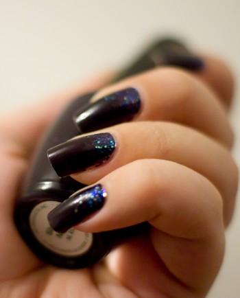 manucure festive violet et pailettes blood is the new black. Black Bedroom Furniture Sets. Home Design Ideas