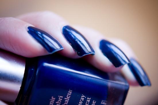 semaine vernis bleu nuit de l onglerie blood is the new black. Black Bedroom Furniture Sets. Home Design Ideas