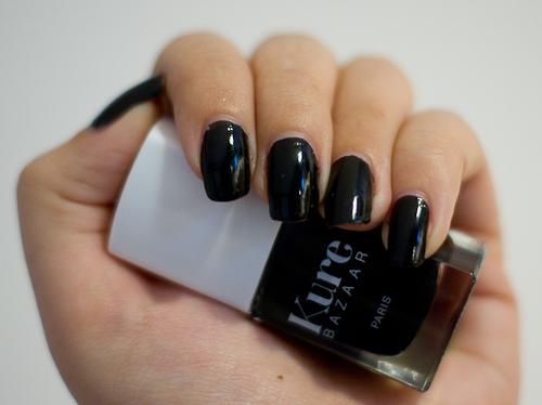 vernis ongles khol de kure bazaar blood is the new black. Black Bedroom Furniture Sets. Home Design Ideas