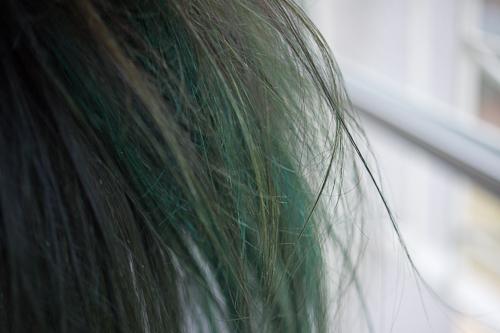 Comment effacer une couleur cheveux