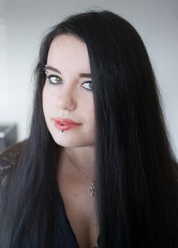 meche rouge sur cheveux noir carabiens le forum. Black Bedroom Furniture Sets. Home Design Ideas