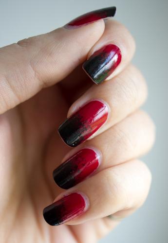 une manucure gothique en rouge et noir blood is the new black. Black Bedroom Furniture Sets. Home Design Ideas