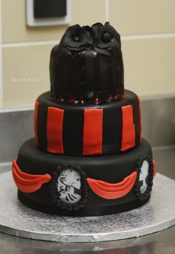 Les Noces Pourpres : Mon Wedding Cake en noir et rouge  Blood is the ...