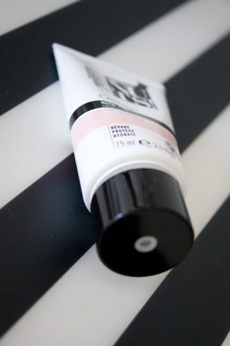 Le nettoyage de la personne selon les taches de pigment par le laser